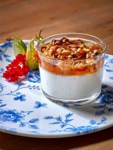 Desayuno yogur muesli